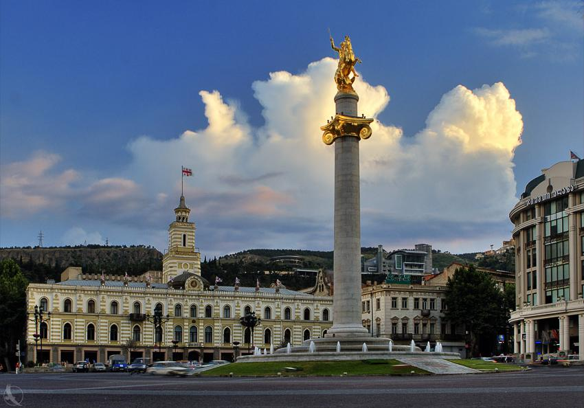 Tavisupleba_square._Monument_of_St._George